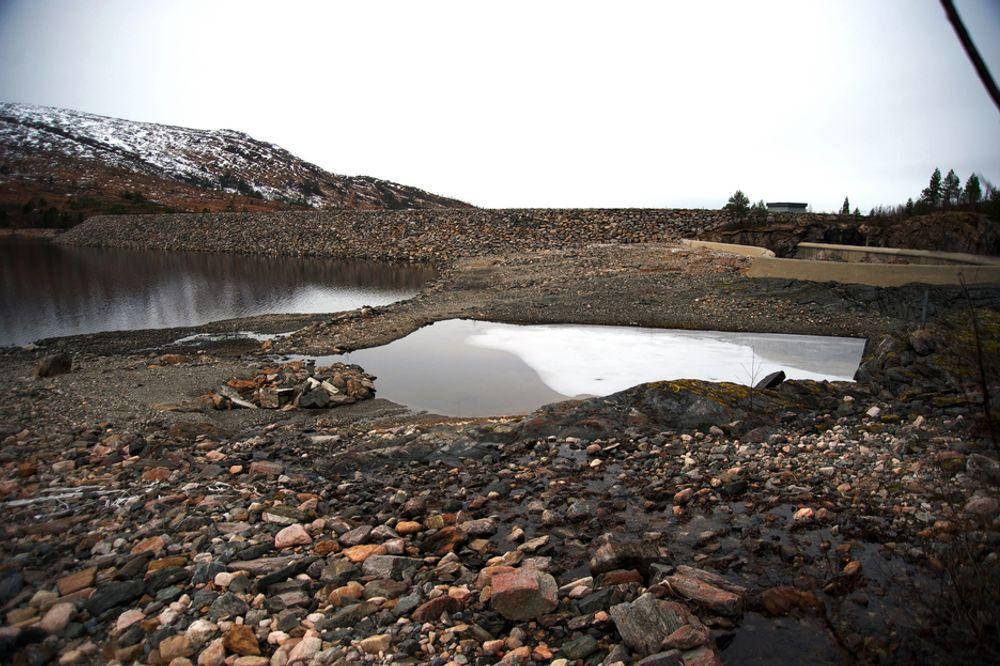 INGEN PRODUKSJON: Vannmagasinene i Folldalen i Surnadal kommune var i november så tomme at det ikke ble produsert kraft ved kraftstasjonene her.