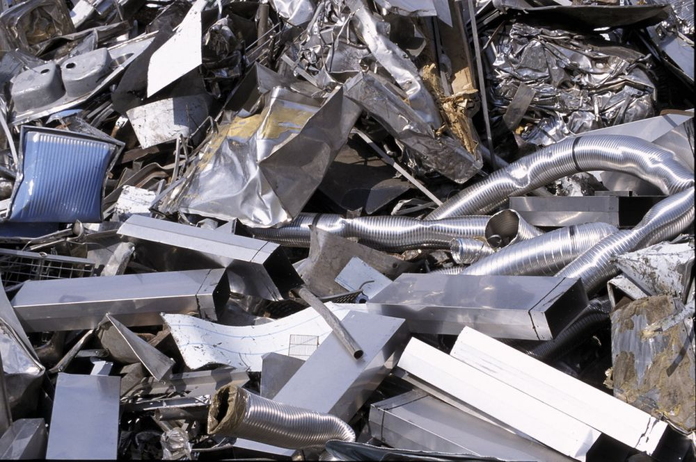 SØPPEL PÅ AVVEIE: Mye avfall havner ikke i behandlingsanlegg. Men de som bryter reglene, slipper for lett unna, mener organisasjonen Renas.
