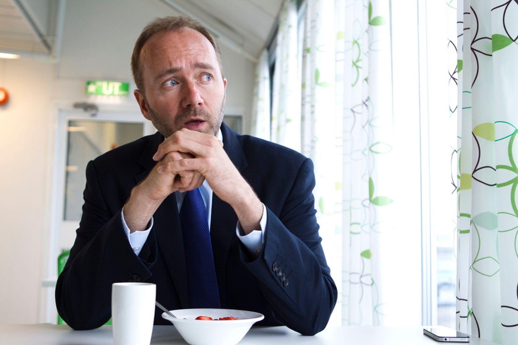Næringsminister Trond Giske håper å bremse noe av lønnsutviklingen for statseide selskaper. Her fra årsoppsummeringen for Nærings- og handelsdepartementet 27. juni.