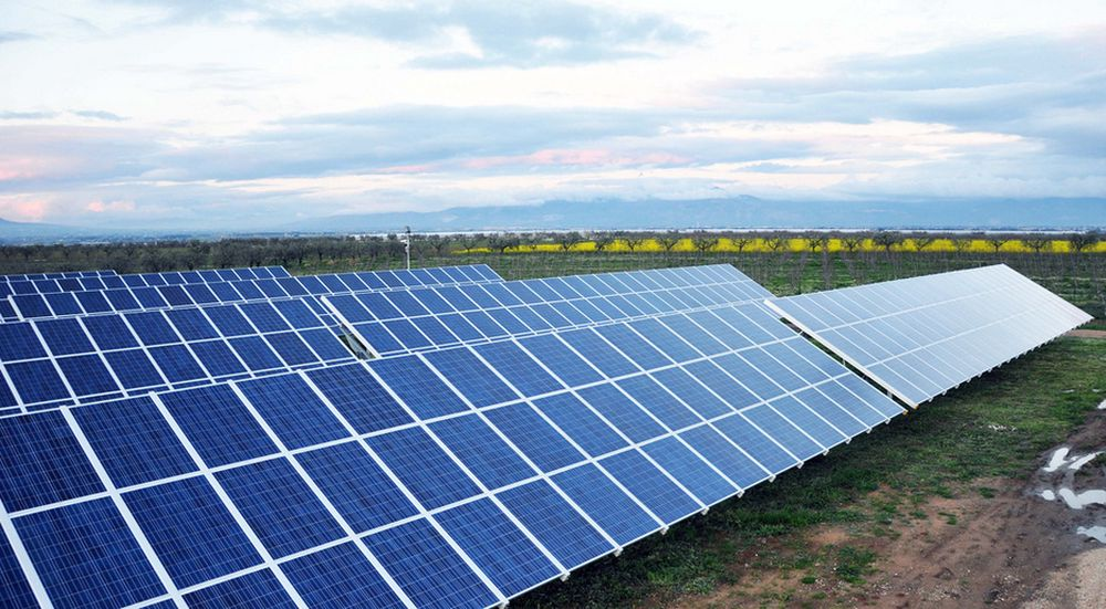 VEKSTEN AVTAR: Europas investeringer i solenergi og vindkraft avtar, ifølge en rapport. Dette er solparken Casale i Italia, som Statkraft solgte i høst.