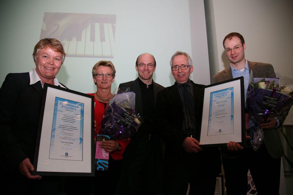 PRISET: Statssekretær Kyrre Lekve flankert av prisvinnerne. Fra venstre professor Nina K. Vøllestad (UiO), professor Kristin Heggen (UiO), Lekve, førstelektor Geir Maribu (HiST) og programansvarlig Svend Andreas Horgen.