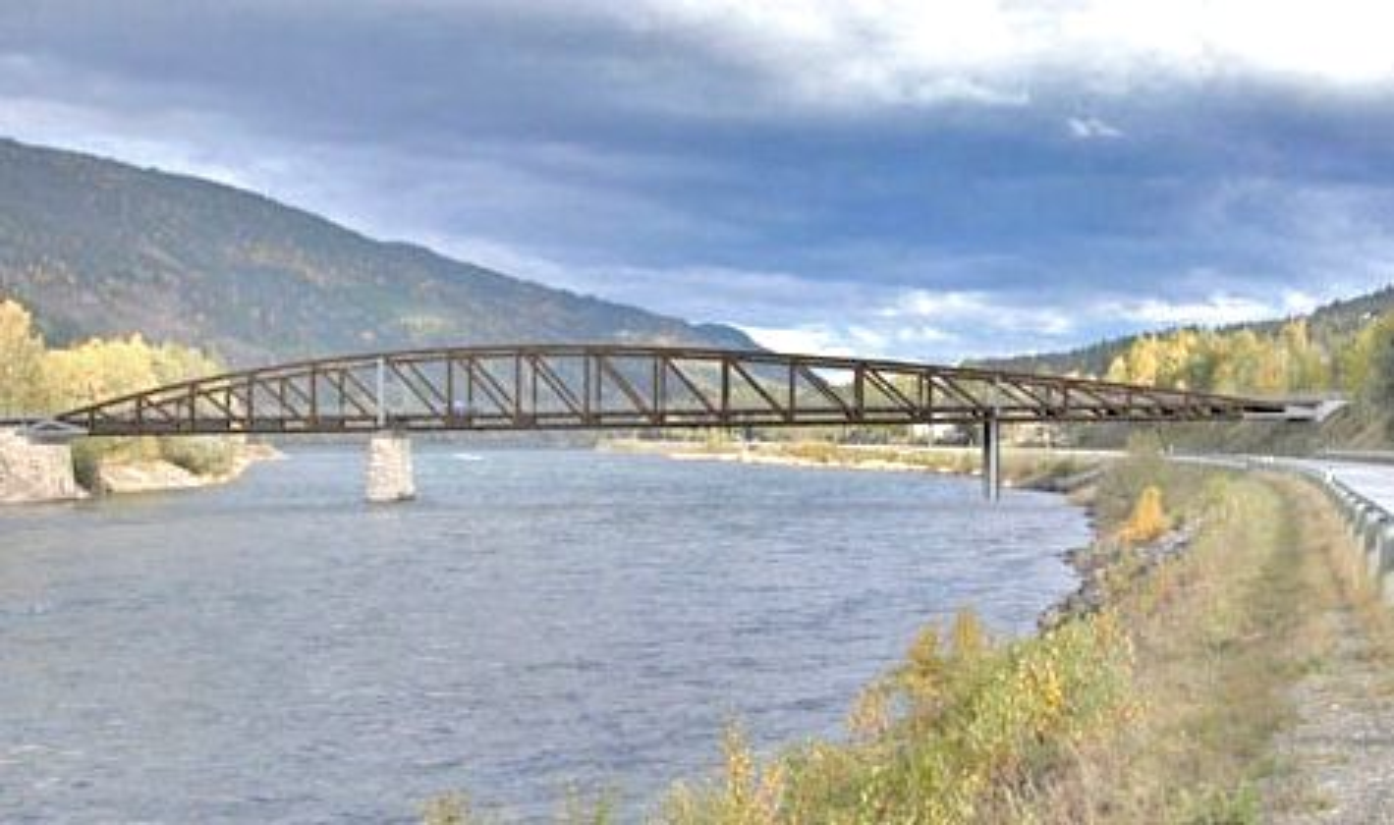 Denne asymmetriske brua skal føre fylkesveg 254 over Lågen om et år. Den som vil bygge den, må gi anbud innen 7. juli. Ill.: Plan Arkitekter