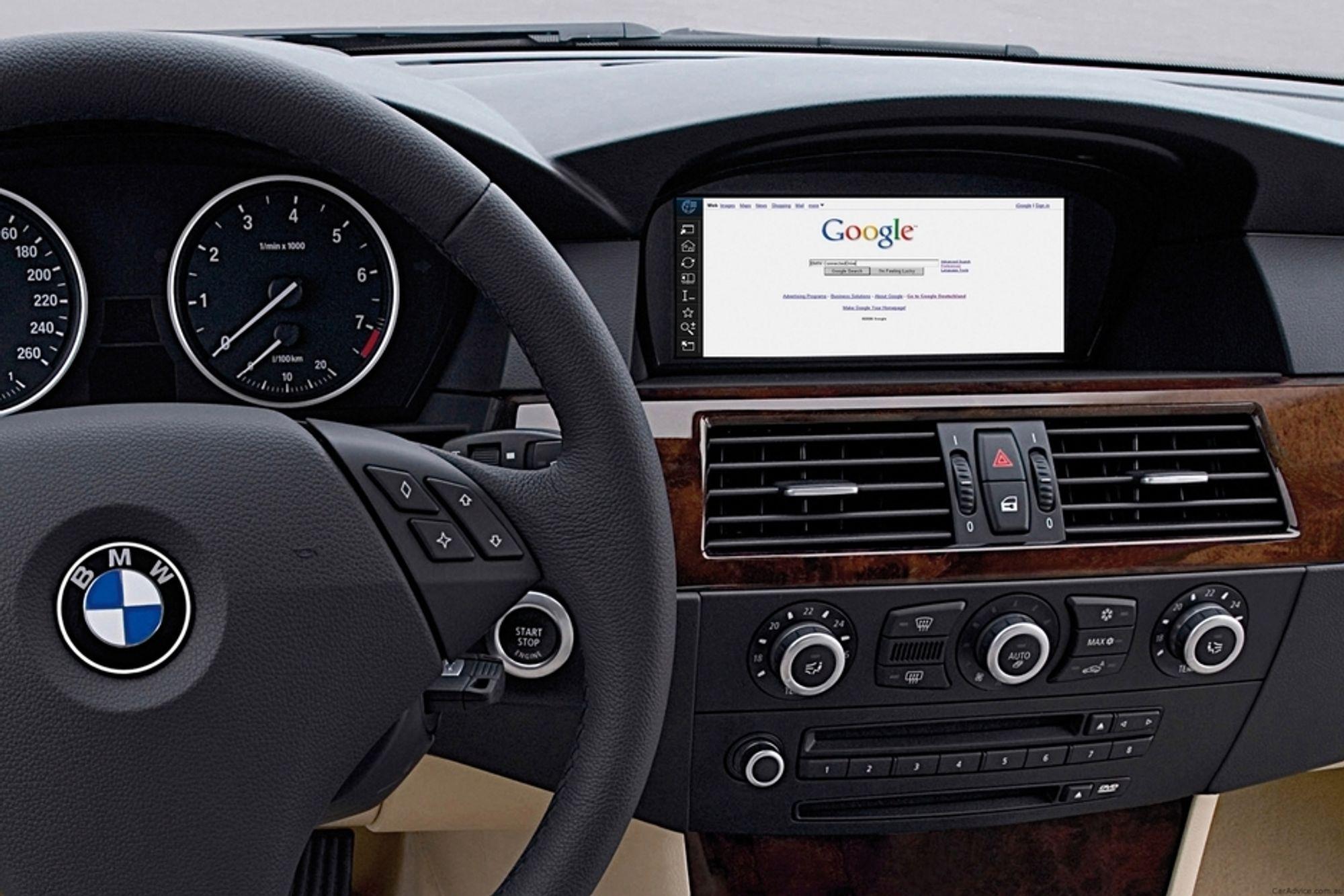 PC PÅ HJUL: Ford Sync (samarbeid med Microsoft), BMW ConnectedDrive (bildet, samarbeid med Google), Jaguars samarbeid med Blackberry-produsenten RIM og GMs OnStar (eget datterselskap) er blant eksemplene på at bilbransjen satser tungt på at bilen også skal være et rullende mobilt internett.