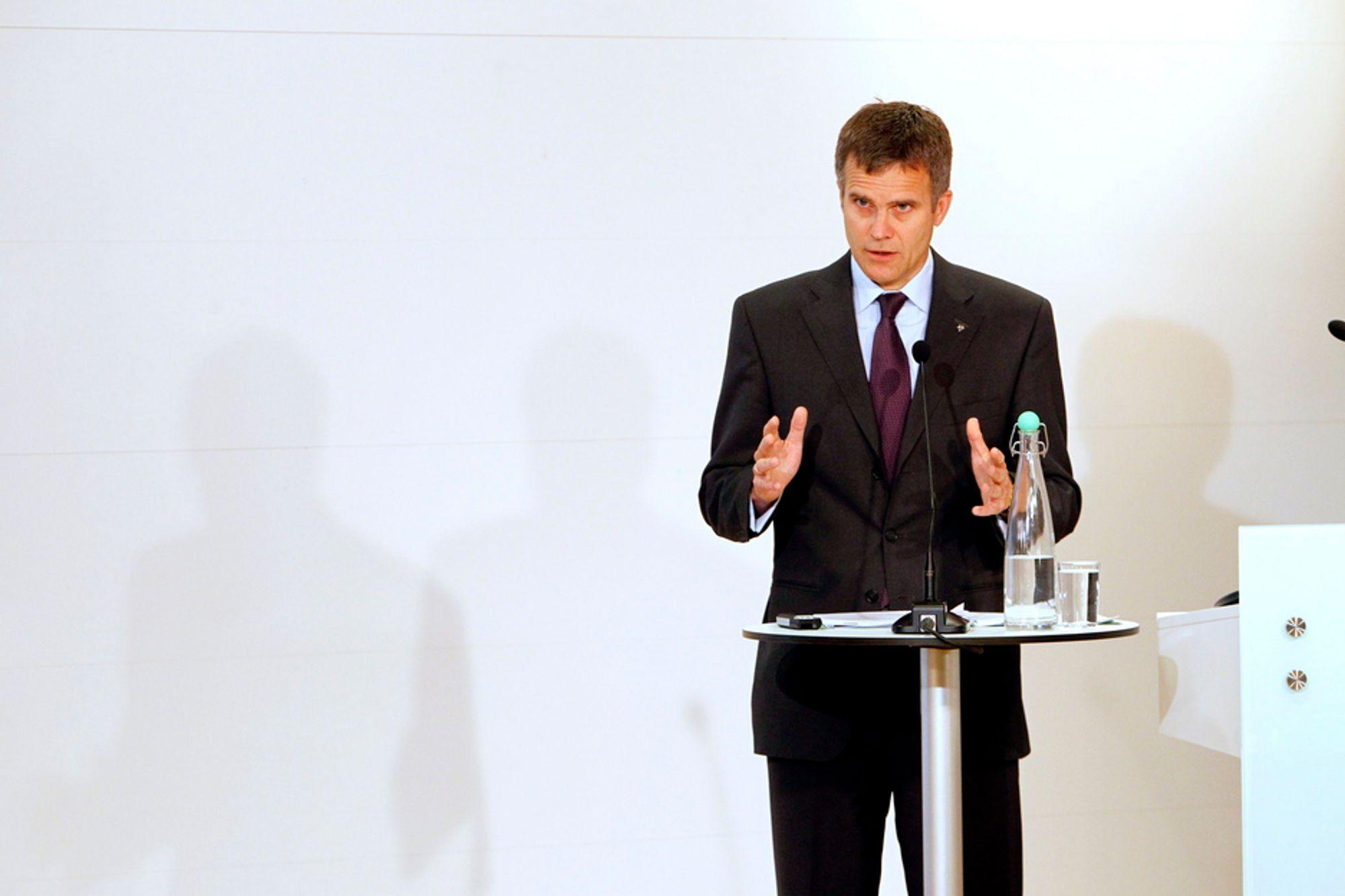 Statoil og konsernsjef Helge Lund får fortsette med oljesandvirksomheten i Canada.