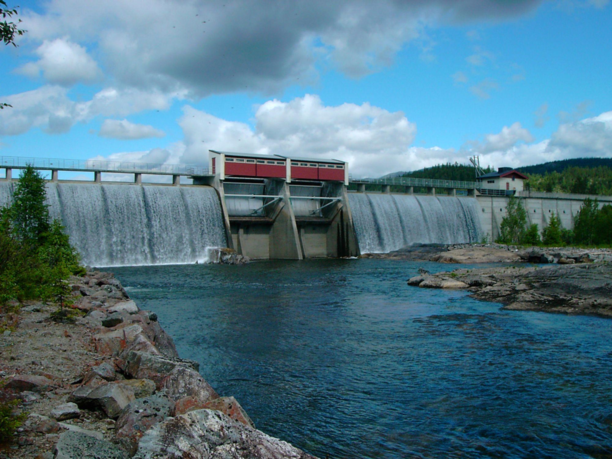 STOR KRAFTEKSPORT: Nå er det så mye vann i magasinene at krafteksporten går for fullt igjen.