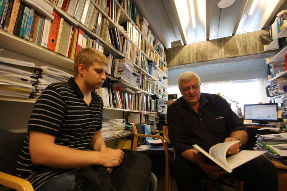 NORSK-RUSSISK SAMARBEID: Student og Gazprom-ansatt Yaroslav Efimov tror han har mye å lære av professor Ove Tobias Gudmestad.