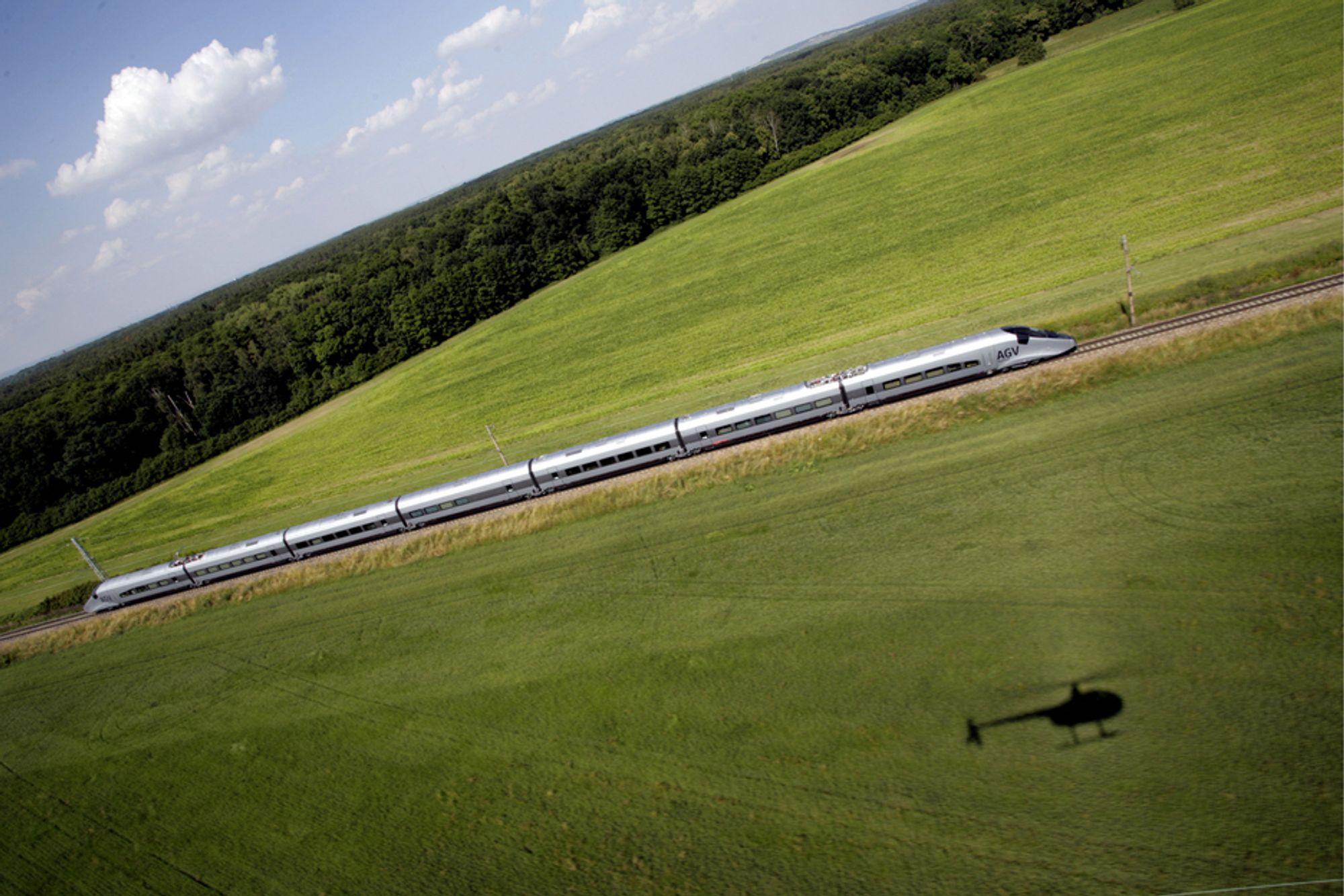 SUPERTOGET: Det nye AGV-toget til Alstom skal settes i kommersiell drift  tidlig neste år. I løpet av et par år vil det italienske selskapet NTV har 25 slike tog, og de har oppsjon på ti til.