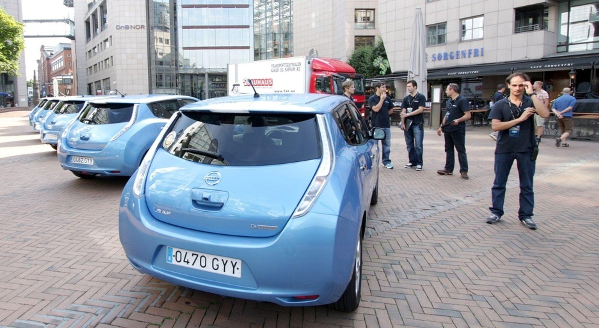Nei, dette er ingen drosjeholdeplass, men et bilde fra Nissans promotur med Leaf som var innom Oslo den første uka i august.