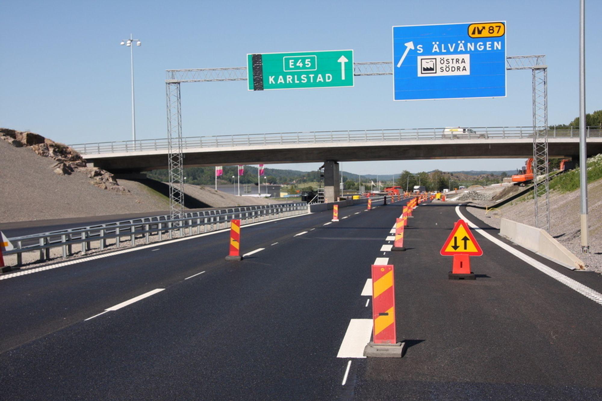 Her, mellom Gøteborg og Trollhättan bygger svenske BanaVäg i Väst totalt 150 kilometer firefeltsveg og jernbane på samme tid som Vegvesenet skal bygge drøyt 80 kilometer mellom Gardermoen og Kolomoen.