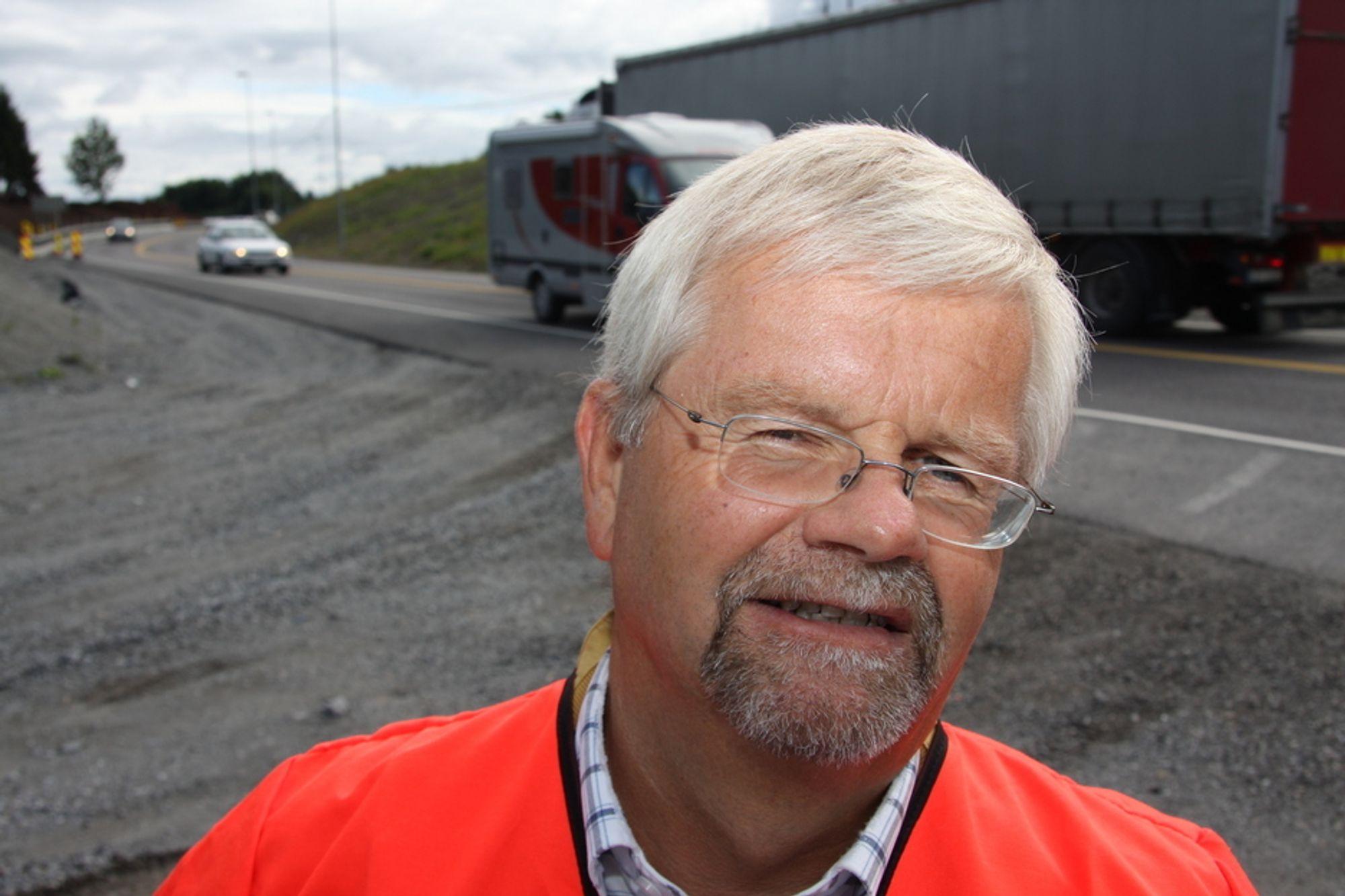 FLASKEHALSER BEKYMRER: Avdelingsdirektør i Statens vegvesen avdeling Vestfold, Tore Kaurin, er bekymret over at E18-utbyggingen skjer klattvis og skaper flaskehalser mellom to- og firefeltsvei.