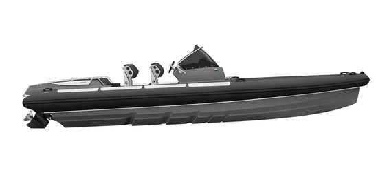 LUFT: Goldfish 29 med step-skrog og rett baug. Båten er en RIB, det vil si at den har luftpute rundt for oppdrift, noe som bidrar til å gjøre fartøyet lett.