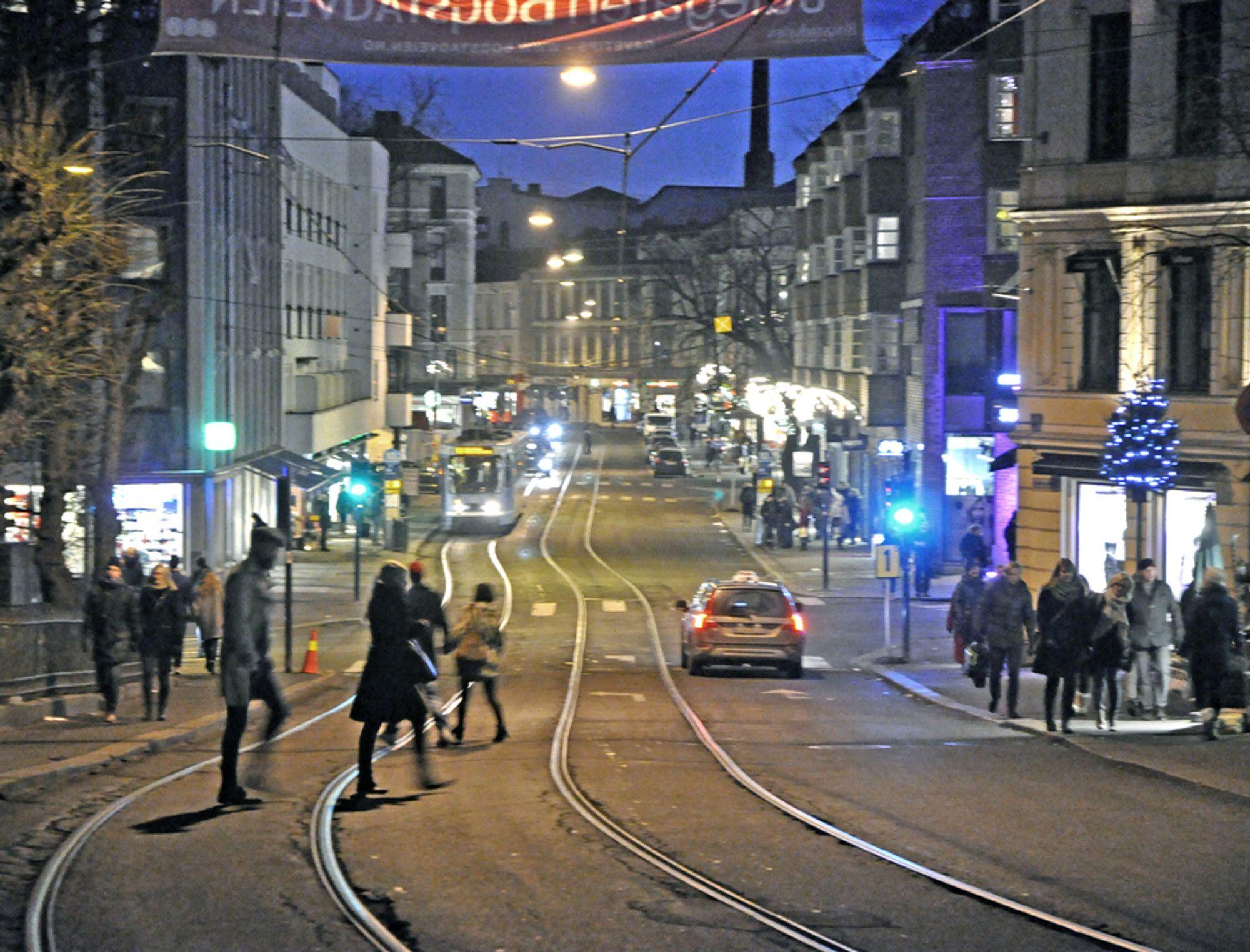 Fortauene langs Hegdehaugsveien og Bogstadveien har ikke en bredde som står i forhold til trafikken. Kjørebanen blir brukt flittig av fotgjengerne. Om vel 10 måneder blir det mye bedre.