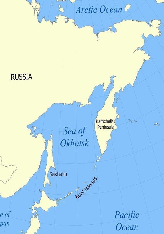 ARKTISKE FORHOLD: Riggen sank ca. 200 kilometer øst for Sakhalin. Øya ligger rett nord for Japan. Russland bygger ut oljelfet utenfor Sakhalin og enda lenger nord, ved byen Magadan, der riggen skal ha vært på oppdrag. Det er is 7-8 måneder av året i dette området. Riggen ble tauet av slepebåt og en isbryter.
