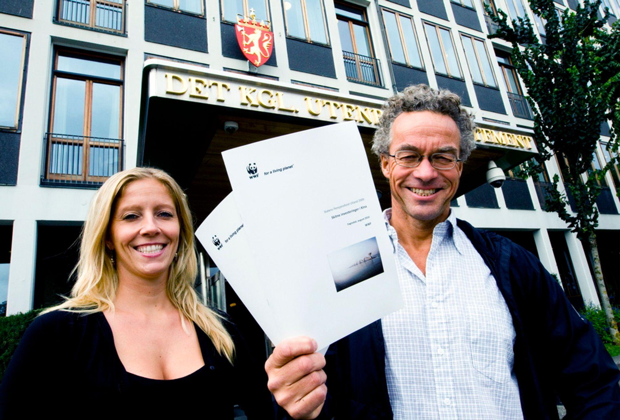 Nina Jensen overtar for Rasmus Hansson som generalsekretær i WWF-Norge. Her da de overleverte en rapport om miljøvernhensyn de ikke mener norske myndigheter tar når oljefondet investerer i Kina.