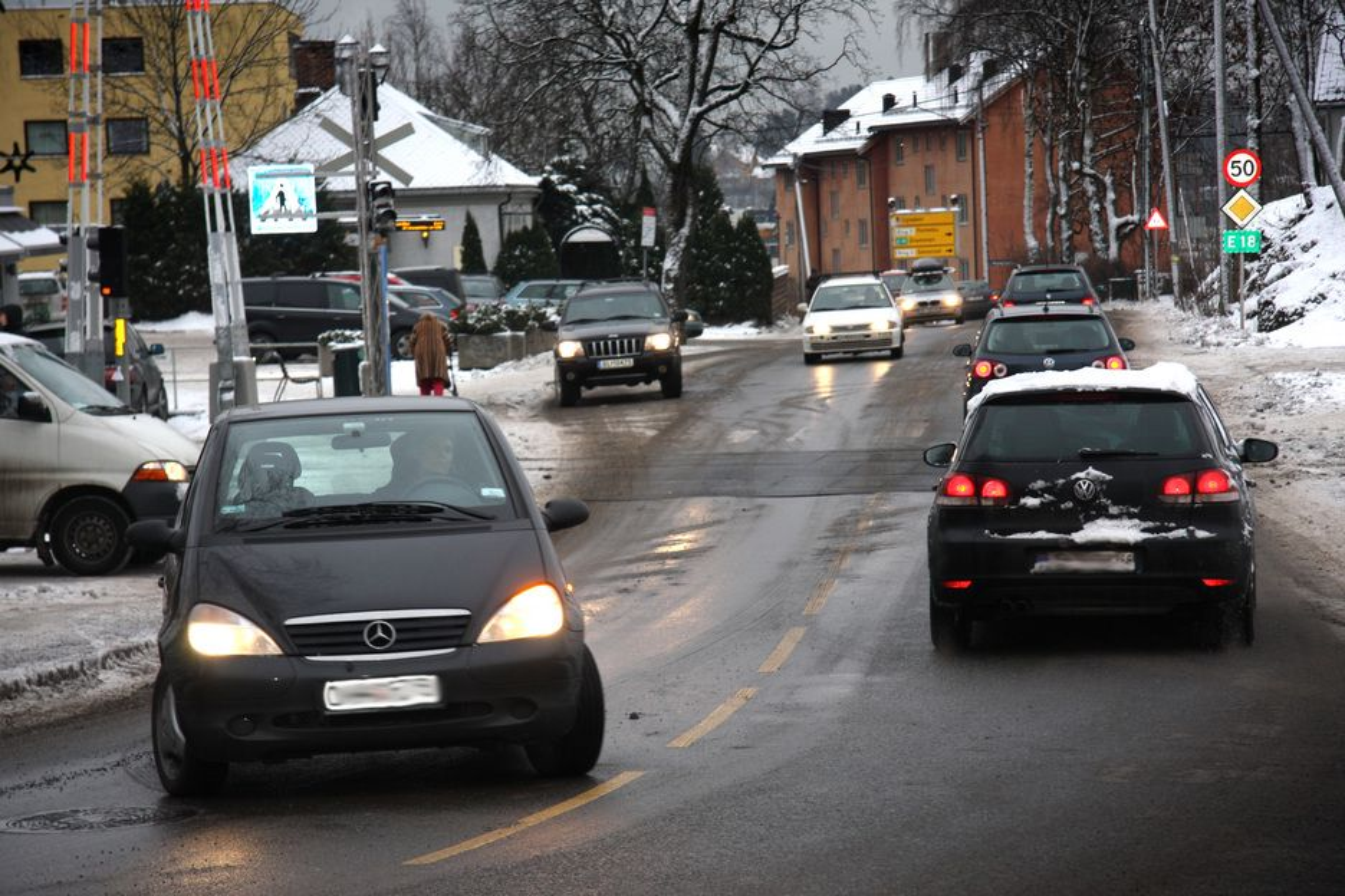 DIESELFORBUD? Om lag 75 prosent av alle nye biler som blir solgt i Norge har dieselmotor. Særskilte tiltak kan forby eldre dieselbiler å kjøre inn i sentrum. Her ved Lilleaker i Oslo.