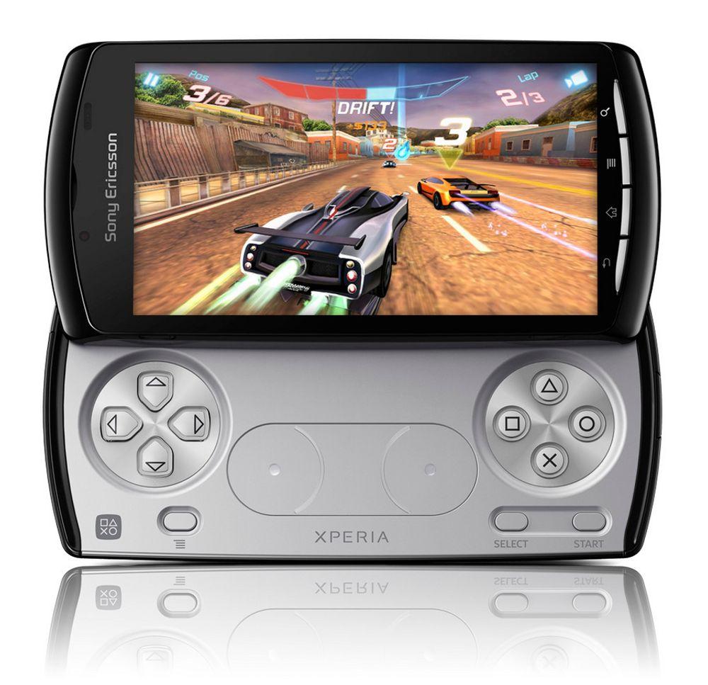Xperia PLAY kommer med utskyvbar spillkontroller og fire tommers skjerm.