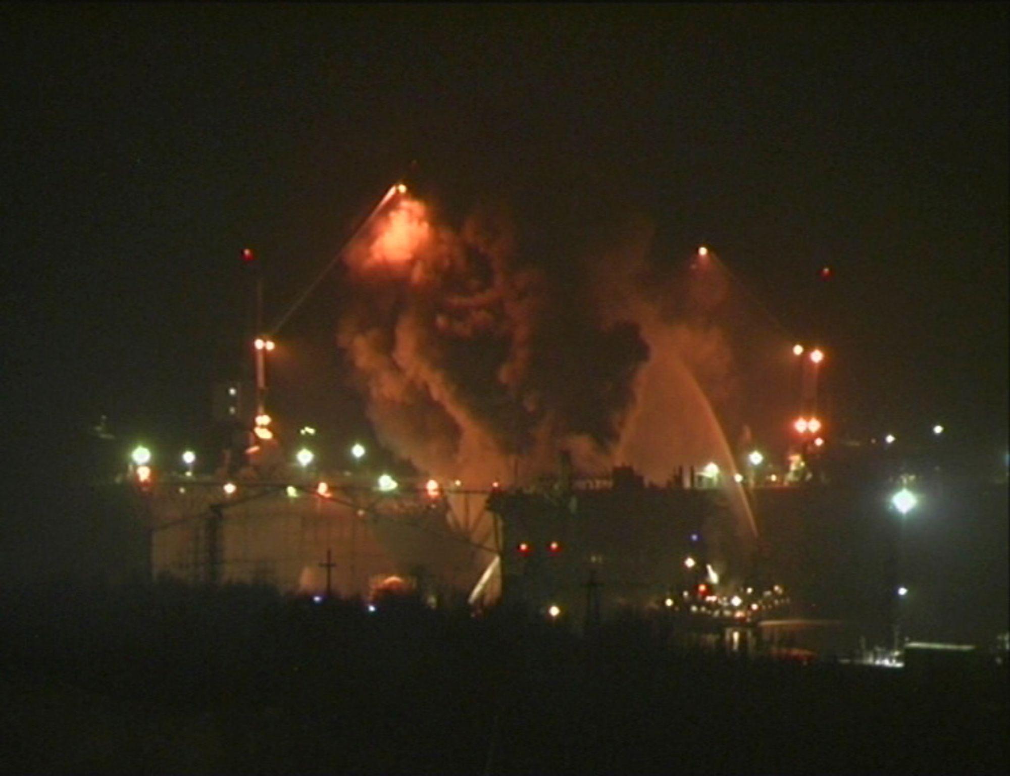 Myndighetene i Russland forsikrer at det ikke er strålefare etter brannen ombord i u-båten Yekaterinburg i Murmansk.