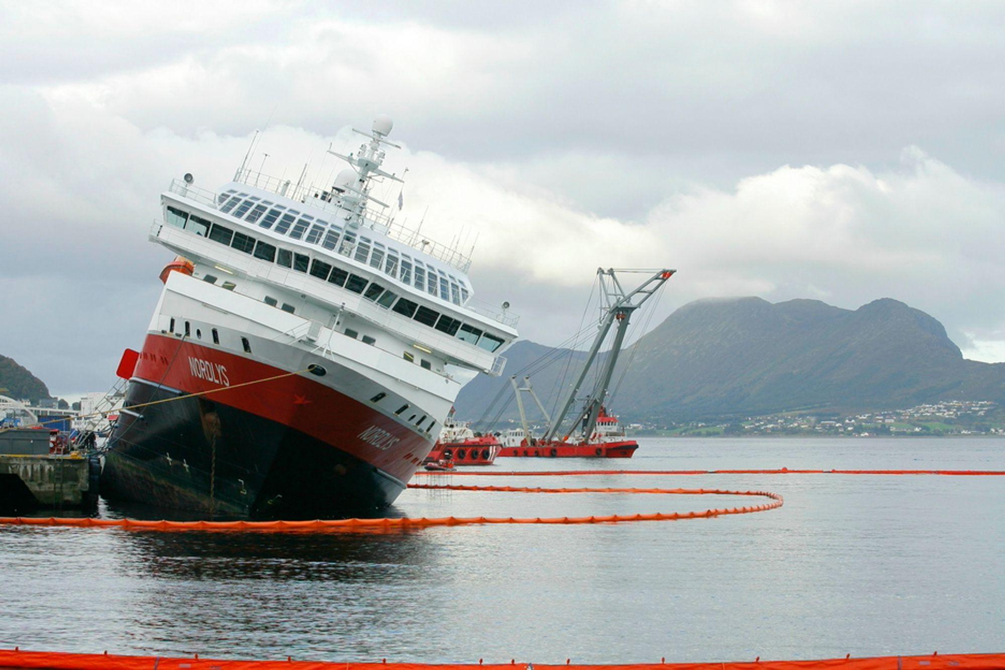 NORDLYS: Rask tilgang til kompetent redningsmannskap og teknisk utstyr reddet Hurtigruteskipet.