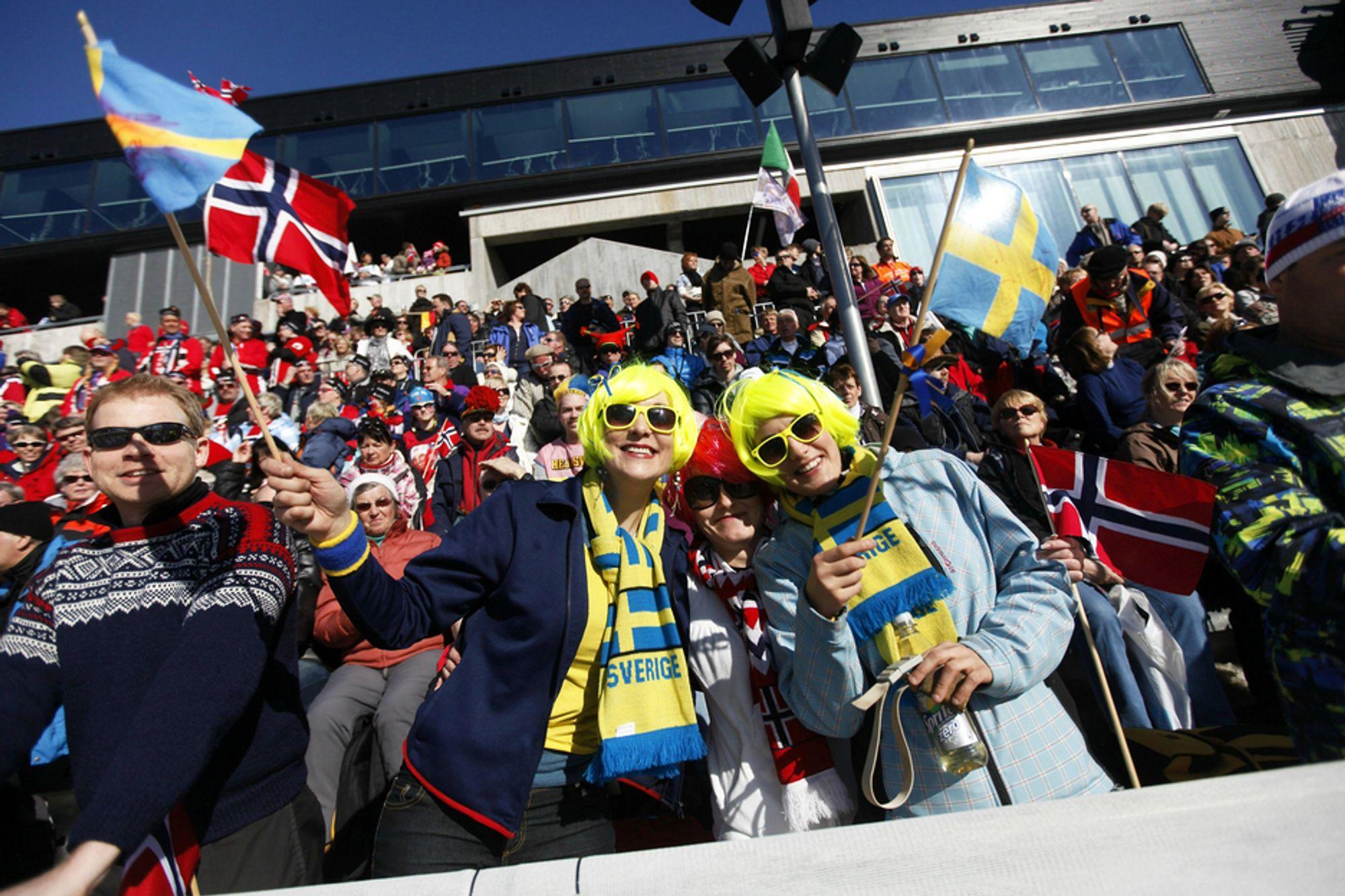 OMRINGET AV NORDMENN: De synes nordmenn er hyggelige, men litt kalde, og planlegger å reise hjem etter kort tid. Men så finner de norske kjærester...
