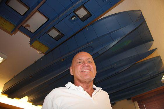 Direktør Ulf Tudem i Effect Ships International (ESI) med taket fullt av modellskrog som er testet i Sverige. Selskapet har patent på Air Cushion Vessel. Stena var en av mange potensielle partnere som fikk utførlig informasjon om teknologien i 2002 og de påfølgende tida. I 2008 søker Stena selv om patent på så å si samme teknikk. Glemt er Non Disclosure-avtalen de undertegnet i november 2002 med ESI.