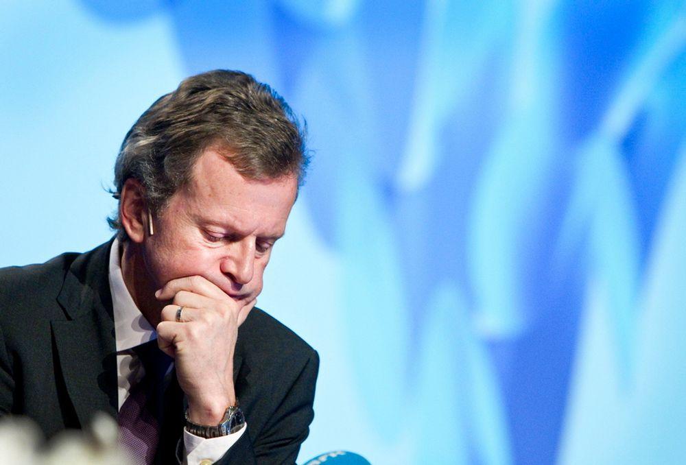 Telenor-sjef Jon Fredrik Baksaas saksøker VimpelCom og Altimo for å hindre et oppkjøp av Wind Telecom.