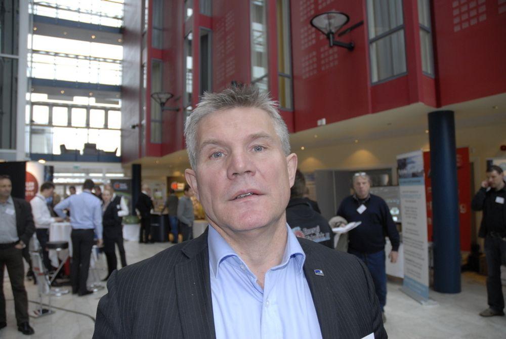 FEIGT: Det er feigt og arrogant å ikke gi en skikkelig begrunnelse for hvorfor småkraftpionerene ikke får elsertifikater, mener Høyres Bjørn Lødemel.