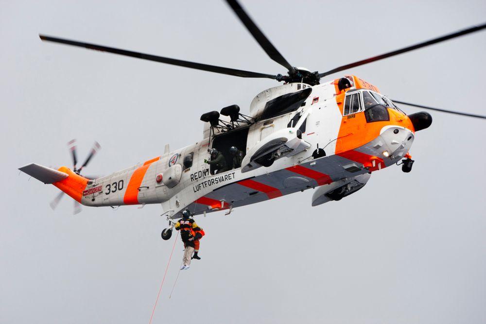 Et Sea King-helikopter fikk trøbbel etter en hard landing på en høyde i Finnmark tirsdag.