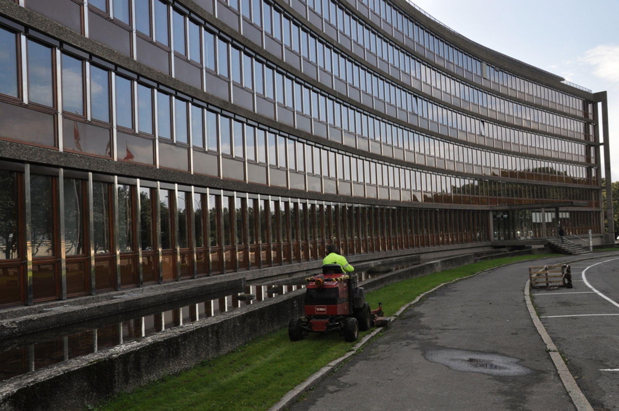 NYRENOVERT: NVE-bygget er tegnet av arkitektene Fr. Lykke-Enger og Knut Enger, og sto ferdig i 1964.