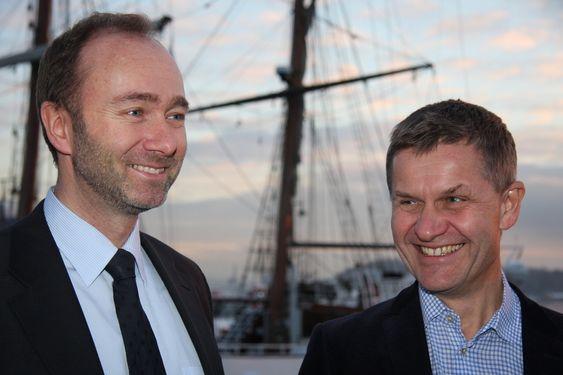 SOLSKINNSHISTORIE: Nærings- og handelsminister Trond Giske og miljøvernminister Erik Solheim soler seg i glansen av NOx-fondets suksess. Likevel er det te stykke igjen til de intenasjonale forpliktelsene om NOx-reduksjoner.
