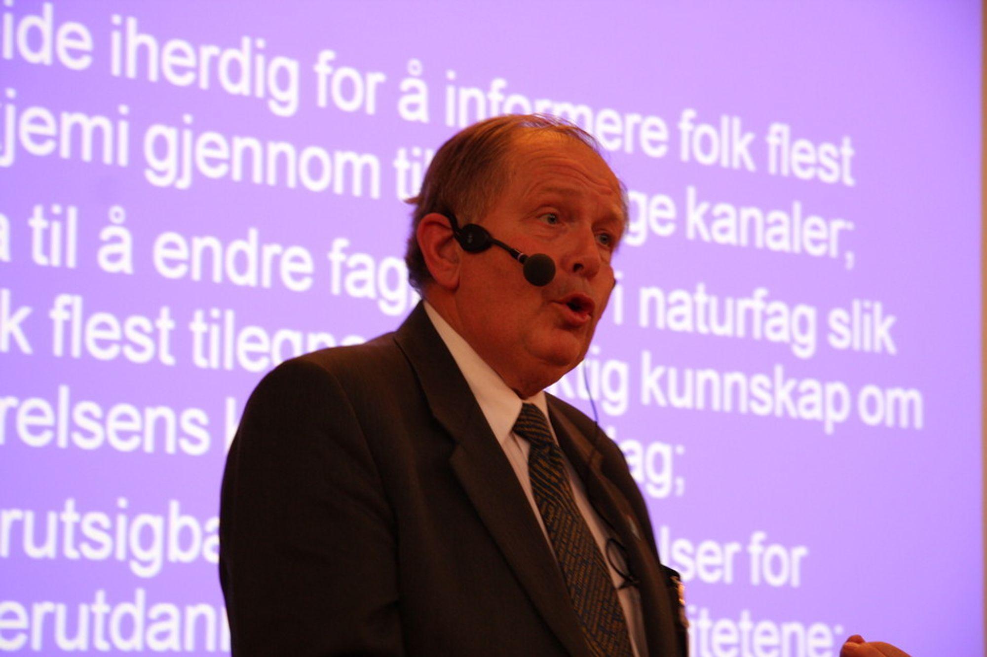 EMISSÆR: Professor Leiv Sydnes fra Universitetet i Bergen jobber iherdig for å snu folks oppfatning av kjemi som noe skittent og farlig.