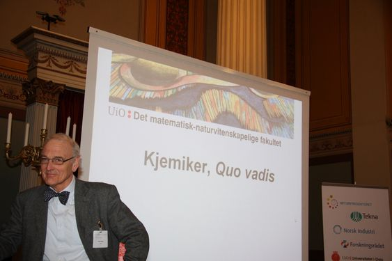 GODT LIKT: Professor og dekan Knut Fægri fra Universitete i Oslo kan fastslå at næringslivet liker kjemikandidatene som uteksamineres. Men kjemi har et ufortjent dårlig rykte, mener han.