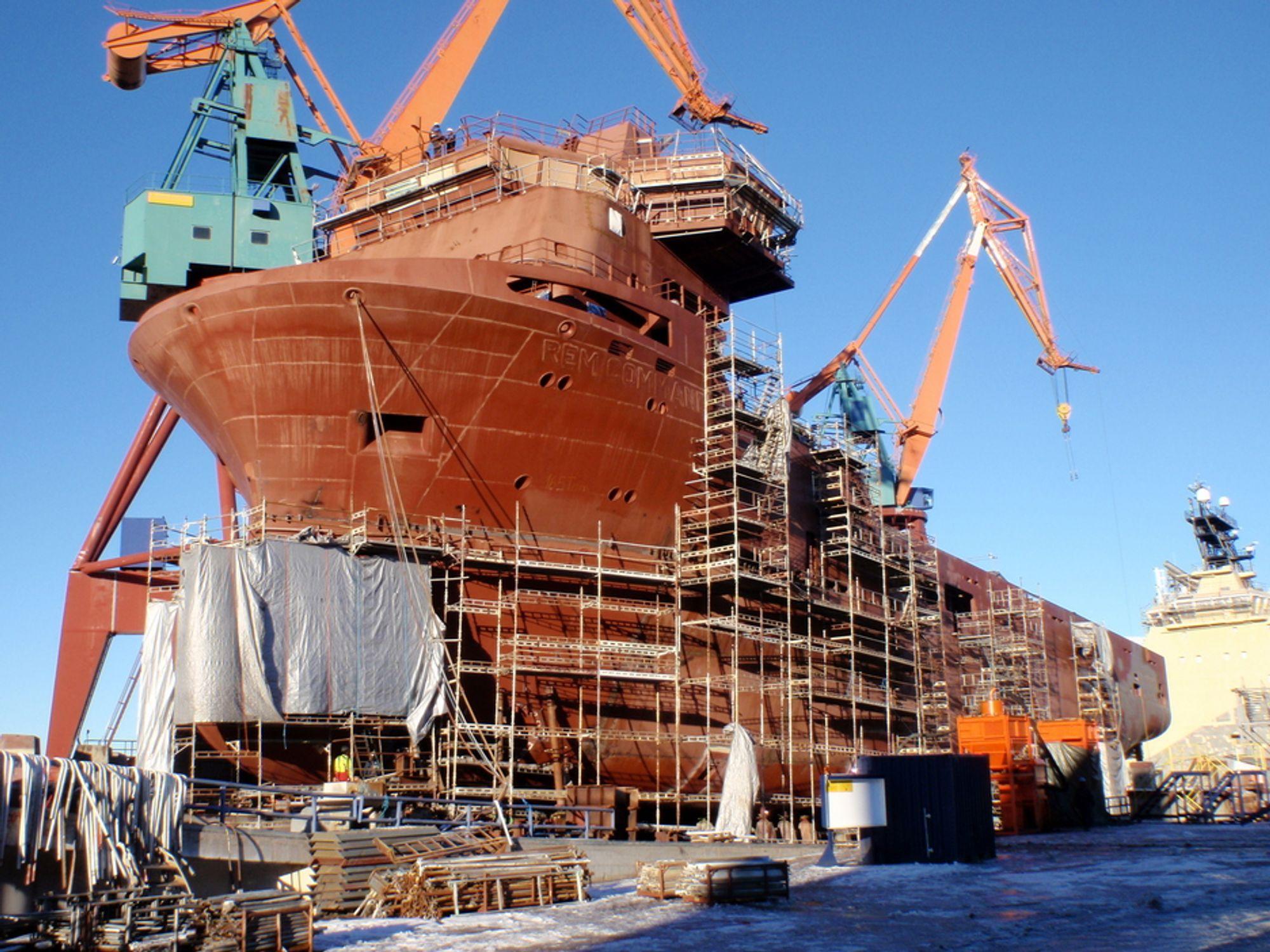 SJØSETTING: Det første av to forsyningsskip for Rem Offshore under bygging ved Kleven Maritime i Ulsteinvik. Sjøsatt fra beddingen 12. mars. Skipet er 85 meter langt og 20 meter bredt.