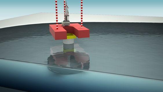 VINTERBORING: Kværner har forventninger til sitt nye konsept for borerigg i isutsatte strøk, Arctic Driller.  Basert på kombinasjon betongu nderstell og jackup. Boredekk settes på monotårn. Oppjekkbare bein tas opp før isen legger seg.