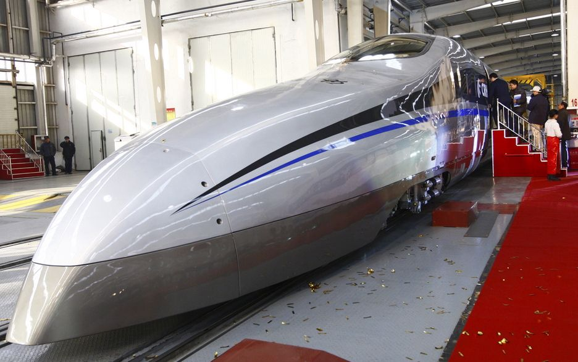 Kina lanserte 23. desember i Qingdao denne modellen av et lyntog som kan gå i 500 kilometer i timen.