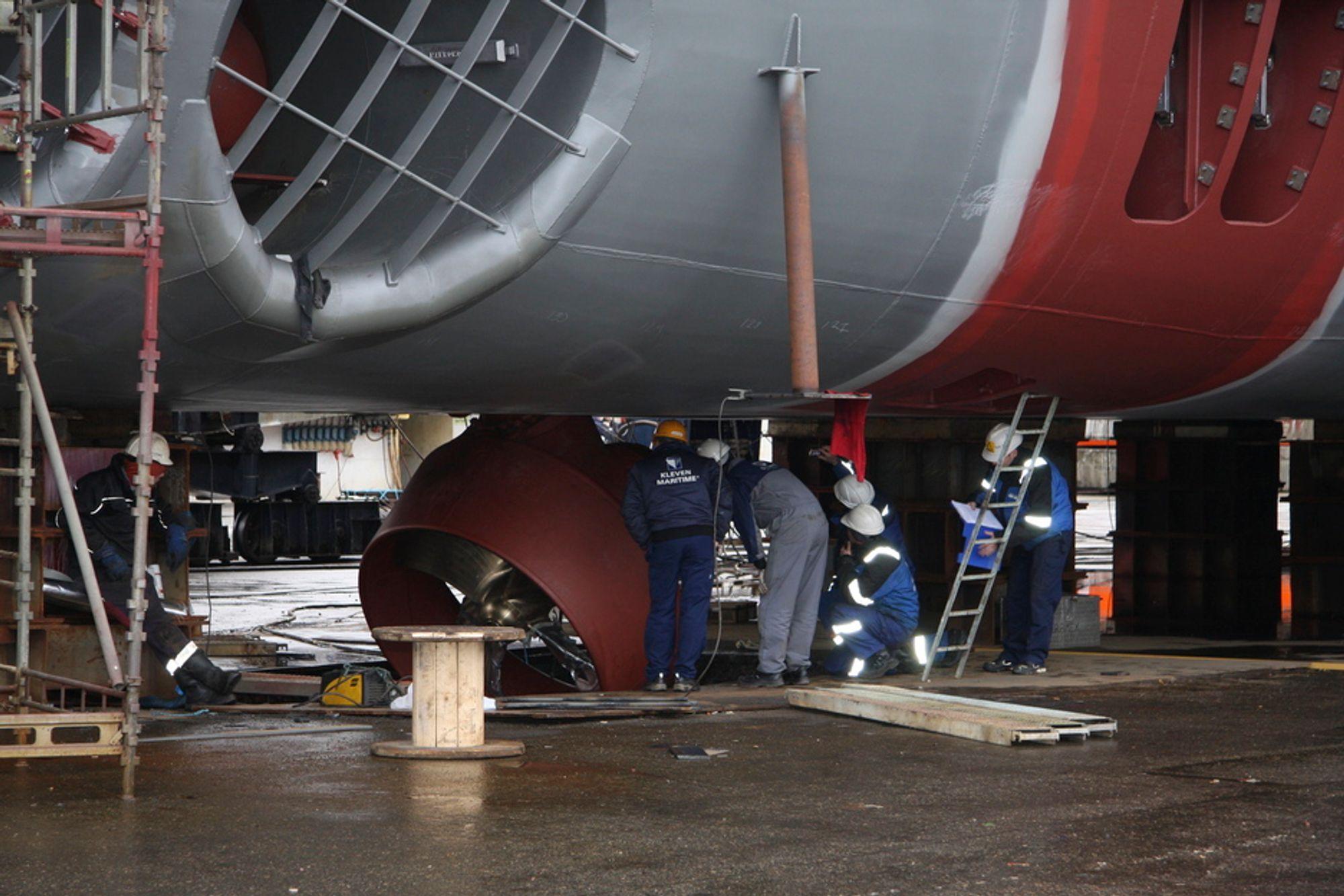 HØL: En nedsenkbar thruster funksjonstestes før modulen kjøres på beddingen. Et hull i  bakken er gravd ut for denne type tester.