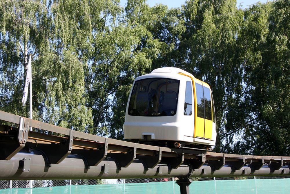 TEST: De små vognene med plass til fire personer suser stille rundt med en fart på 45 km/t.