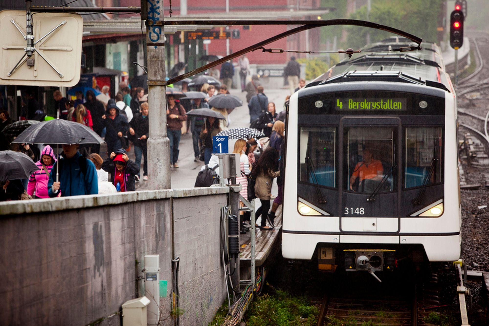 FORUTSETNING: Økt kollektivtransport er en forutsetning for økt befolkningsvekst i byene, mener NHO Transport.
