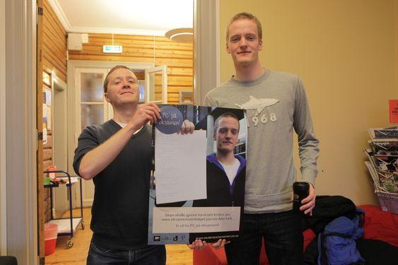 VIL HA PC: Christian Strandenæs og Stian Lågstad ser fordelene ved å programmere på data.