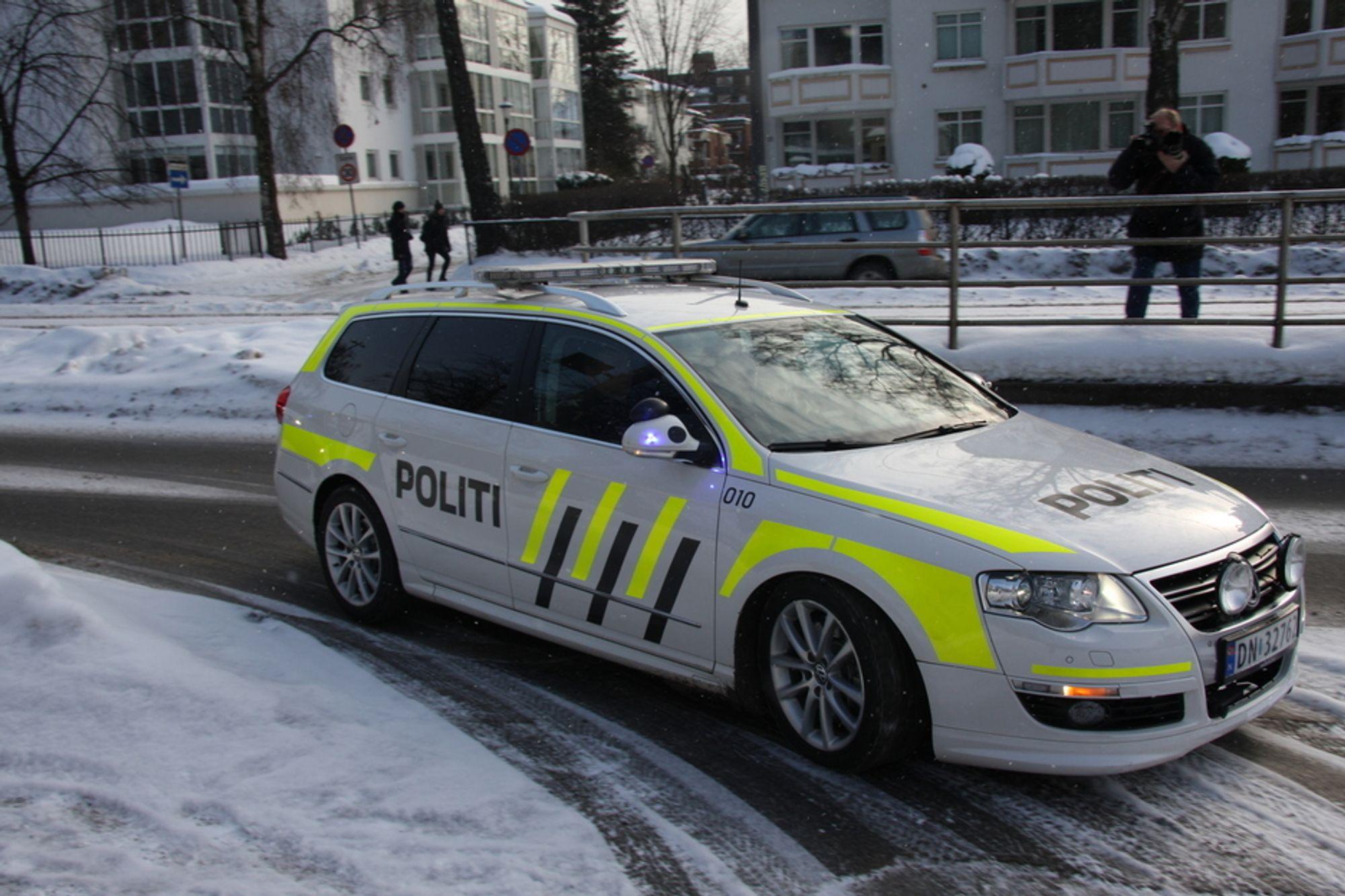NYE FARGER: Nye, fluoriserende farger, som synes bedere i mørket, kan bli politibilenes nye uniform.