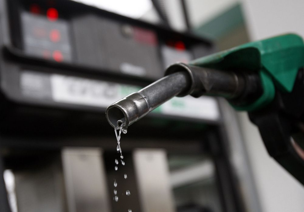 PRISEN STIGER: I kjølvannet av uroen i Libya opplever verdens børser det største fallet på lang tid, og oljeprisen er nå på sitt høyeste nivå siden oktober 2008.