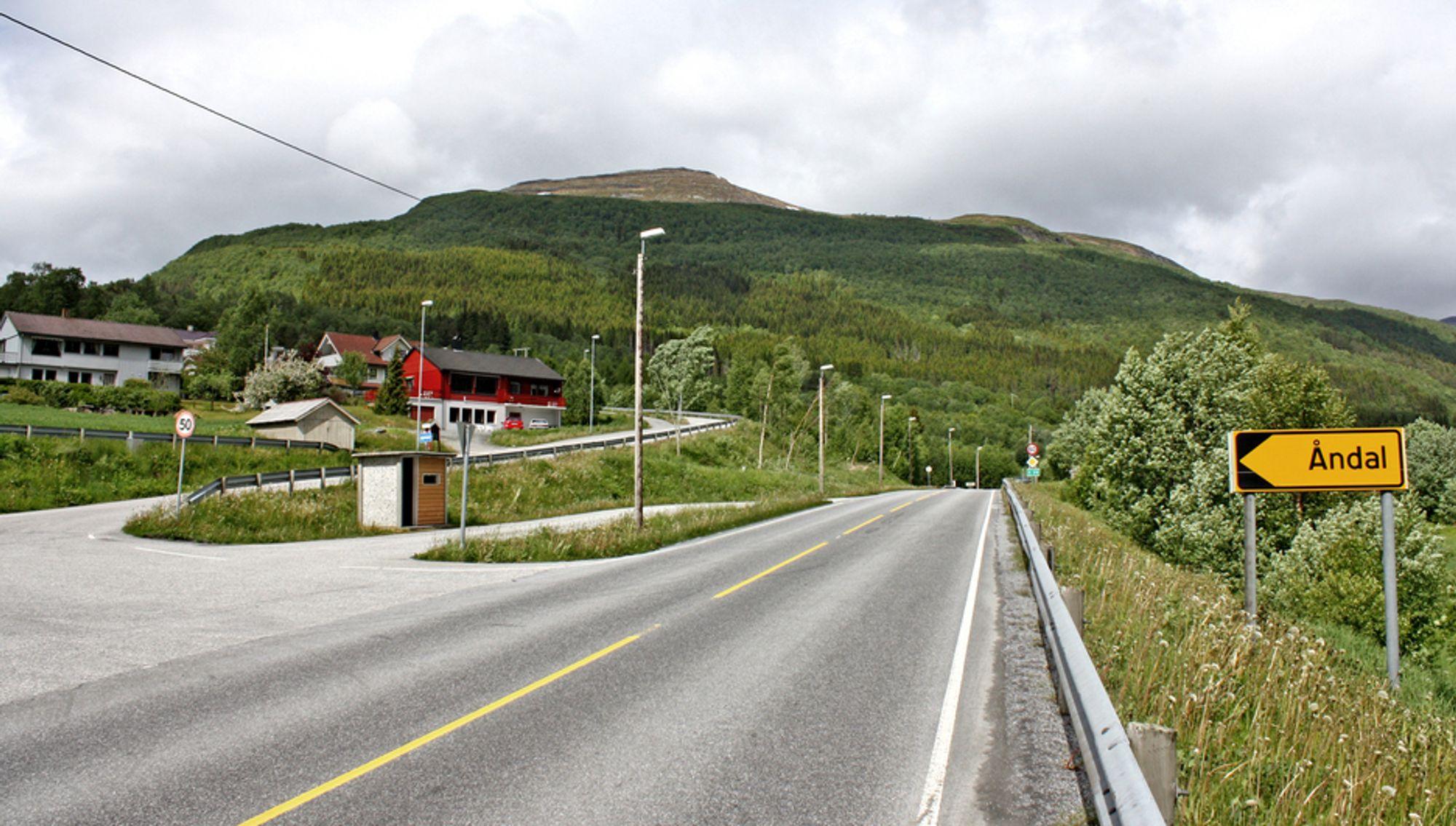 Her på Astad er det ene endepunktet for den 3,3 km lange strekningen som er utlyst. Innen 1. april må Vegvesenet ha anbudene.