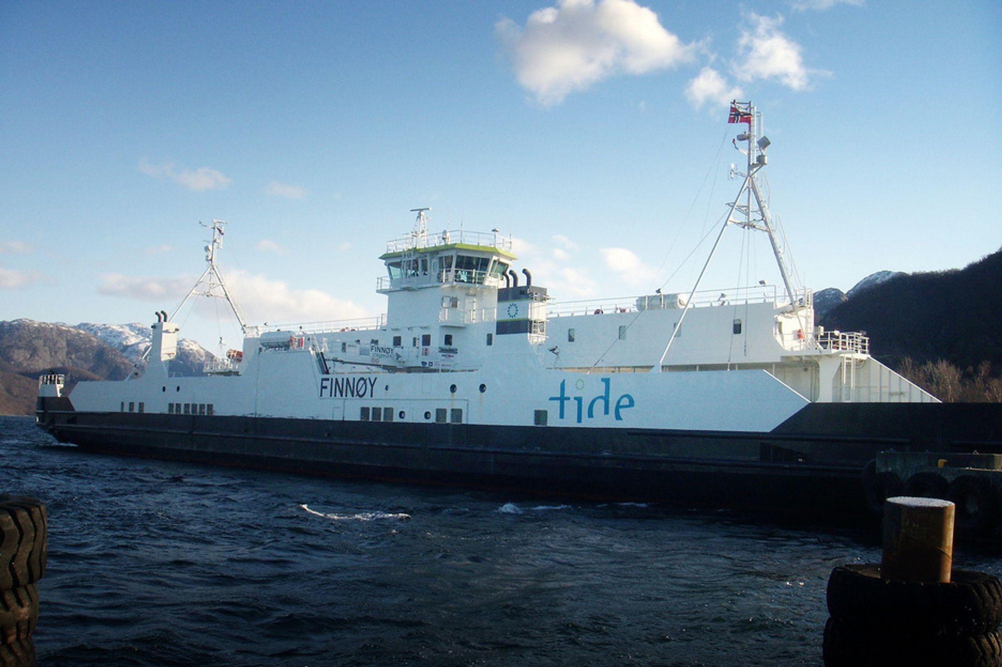 POLSK: Finnøy er bygget i Polen og utstyrt med to Siemens-generatorer og diesel-elektriske framdriftssystem. Kun mindre ombygging er nødvendig på ferjas elektriske system, i tillegg til installering av batteripakke.