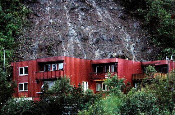 Hatlestad-raset var et skred av gjørme og sten som fant sted natt til den 14. september 2005 i Fana bydel i Bergen, som et resultat av store nedbørsmengder. Raset drepte tre personer, såret syv, og fordrev mange flere, da det traff fem rekkehus klokken halv ett om natten.