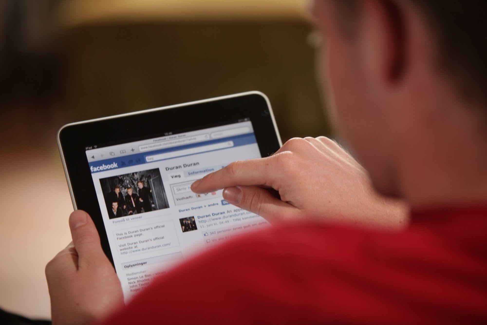 MANIPULASJON: Søppelposten flyttes fra e-post til sosiale nettverk i jakten på verdier og identiteter.