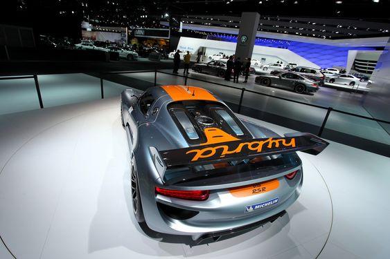 Porsche har ikke akkurat tonet ned at 918 RSR er en hybrid.