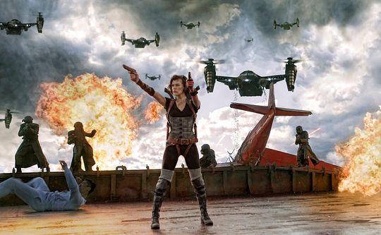 Milla Jovovich har alltid mye å styre med i hver Resident Evil-film.