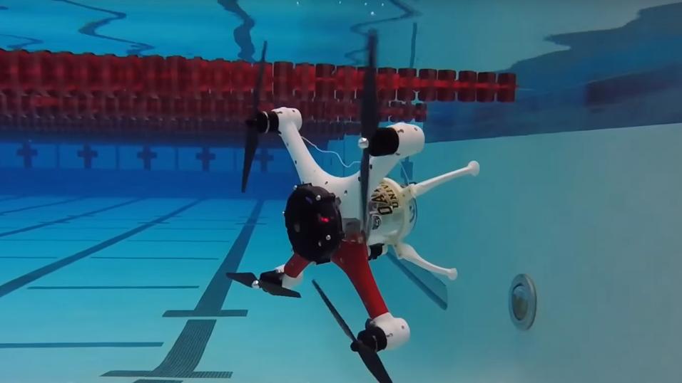 Denne dronen kan kjøre både i luften og under vann