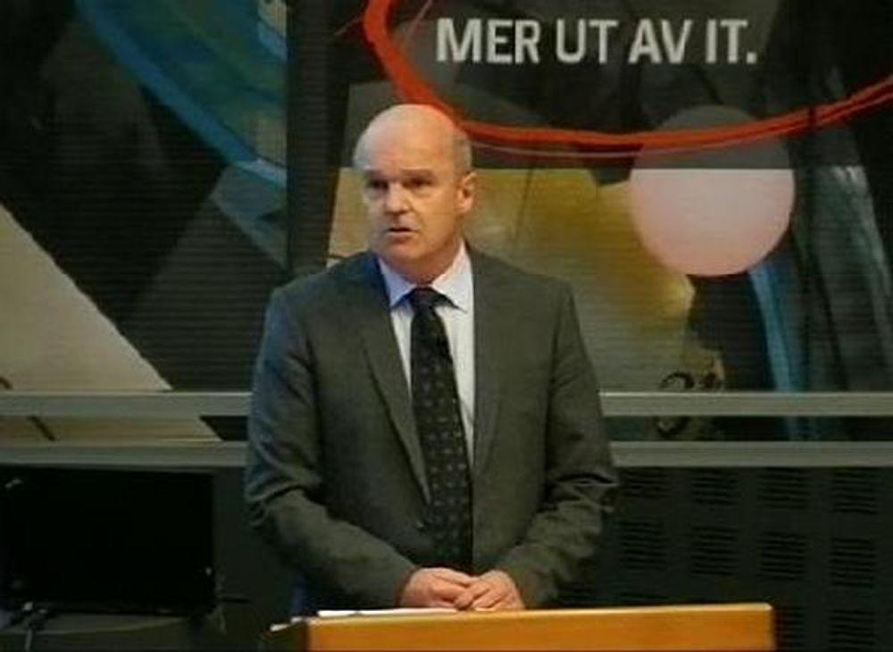 TØFFEST: Fjoråret var et av de mest krevende årene for EDB, ifølge konstituert konsernsjef John-Arne Haugerud. Bildet er fra webcast-en onsdag morgen.