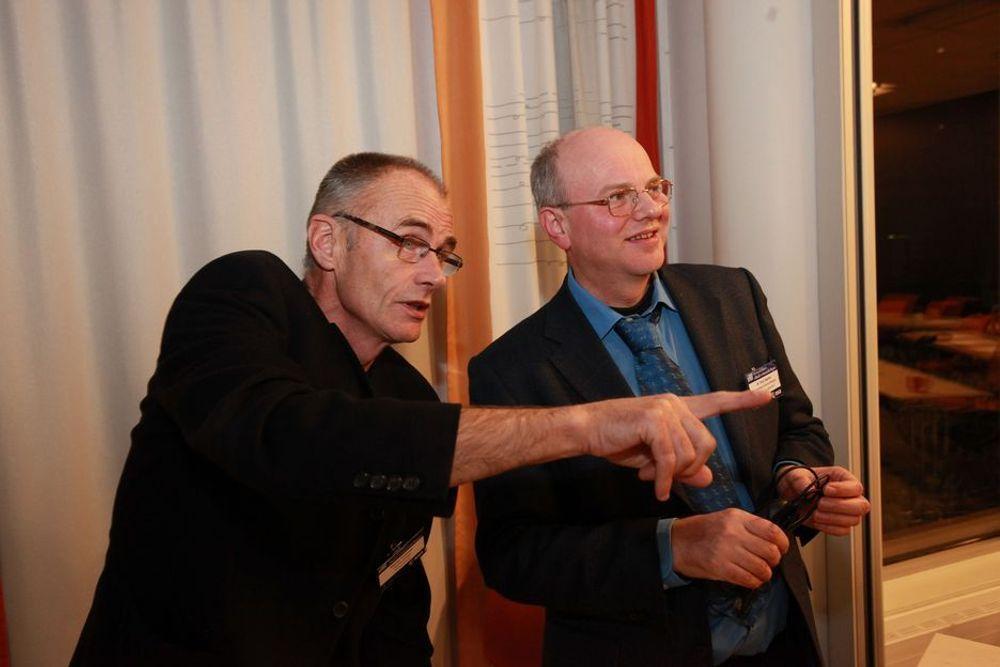 Rådgiver Steinar Pedersen (t.v.) og Nasjonalt senter for samhandling og telemedisin er utnevnt til ambassadørplattform for e-helse i vanskelig tilgjengelige områder av den europeiske romorganisasjonen ESA, her representert ved Tony Sephton.