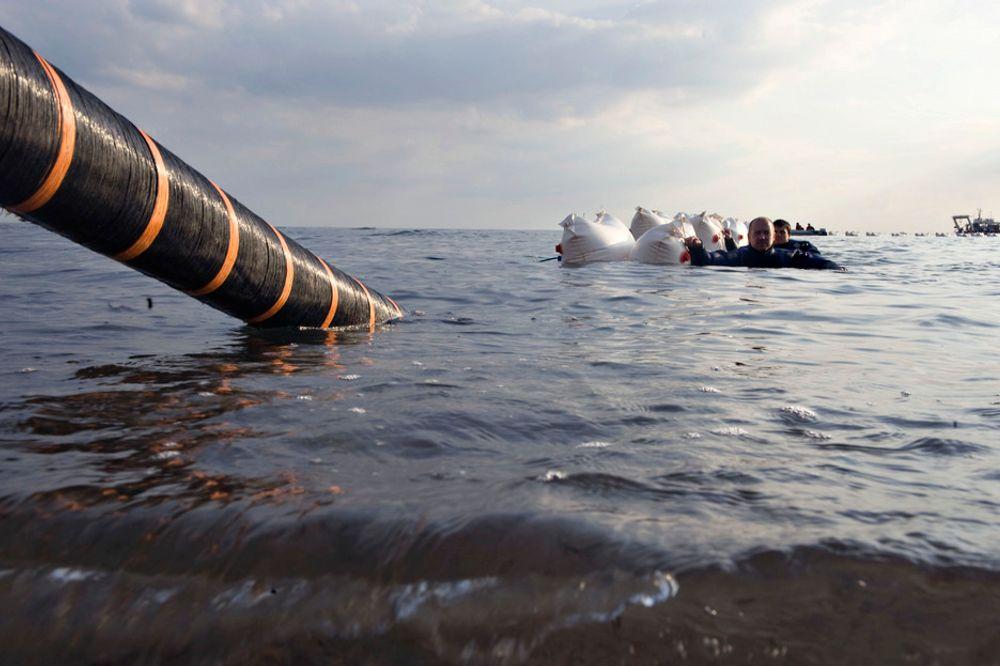IKKE DYPT: Her legges en sjøkabel i tilknytning til Rødsand havvindparkk i Danmark. I det aktuelle Anholt-prosjekt skal kablene legges på 20-25 meters dyp.